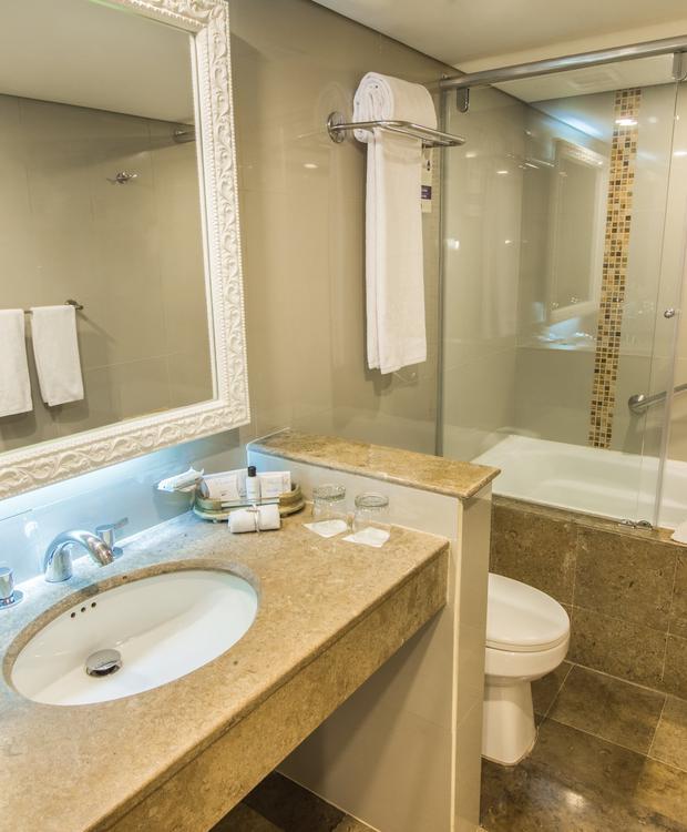 Junior Suite banheiro com banheira GHL Hotel Hamilton Hotel GHL Collection Hamilton Bogota